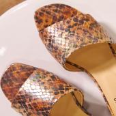 💃🏻 La bonne nouvelle du jour: l'été s'annonce à nos pieds!   ☀️Tous nos nouveaux modèles sont à retrouver sur http://www.etreamis.fr  🏃🏼♀️Premières arrivées, premières servies! Tous nos modèles sont en séries très limitées et numérotées.  _______________ #cestlété #nouvellecollection #mules #sandales #été #faitalamain #chaussures #modeethique #summershoes #etreamischaussures