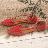 {Mahault} ♥️ À votre avis, notre modèle Mahault est: ① Une ballerine ② Une sandale ③ Une sandalerine  Dans tous les cas, c'est notre modèle estival idéal ☀️  _____________ #ballerines #sandales #chaussuresfemme #faitmain #modeéthique #handmadewithlove #madeinportugal #nouvellecollection2021 #editionlimitee #cuirveritable