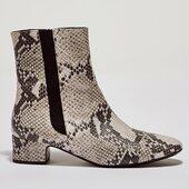 {Une bonne et une mauvaise nouvelle}✨ La bonne est que Laure python est un vrai succès! La mauvaise c'est que certaines pointures sont déjà épuisées… ⏳les dernières paires vous attendent sur l'eshop!  _________________________ #shoesaddict #chaussures #shoes #boots #winterboots #womenshoes #madeinportugal #etreamiscollections #etreamischaussures #python #cuir #bottines #chaussures #chaussuresfemme #chaussuresaddict #ankleboots #bootslover #perfectboots #frenchfashion #leathershoes #snakeskin #snakeskinboots #bottinesserpent #bottinespython #modeupcycling #modecirculaire #sérielimitée #serpent