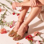 Jour de pause {☀️}  __________  #etreamiscollections #etreamischaussures #chaussures #editionlimitee #faitalamain #upcyclingfashion #chaussuresfemme #sandales #greenfashion #consciousfashion #moderesponsable #vintageinspiration #parisiennestyle #sandalesatalons #sandalesdorées #chaussuresaddict #lestylealafrancaise #chiner