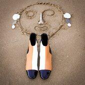 Oui j'ai un TOC, Trouble Obsessionnel de Chaussures...  Très bon week-end 😙  ___________ #bonweekend #bottinescuir #arlequin #patchwork #chaussures #chaussuresfemme #smile #bottines #passionchaussures #samedi #dimanche #automne #confinementcreatif #confinement #sable #bonheursimple #bonhomme #chaussuresdujour #upcycling #upcyclingfashion #moderesponsable #etreamiscollections #etreamischaussures
