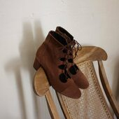 P A U S EII   Bon week-end !  _______________ #samedidetente #weekend #samedimatin #saturday #weekendvibes #photography #saturdaymood #moderesponsable #modecirculaire#moderesponsable #creatricesfrancaises #createurfrancais #chaussuresdujour #ecofriendlyshoes #editionlimitee #pause #chaussures #chaussuresfemme #chaussuresaddict #cuir #ghillishoes #instachaussures #modedurable #passionchaussures #bottines #chaussuresfemme #ecofriendlyshoes #marquefrançaise #etreamischaussures #etreamiscollections